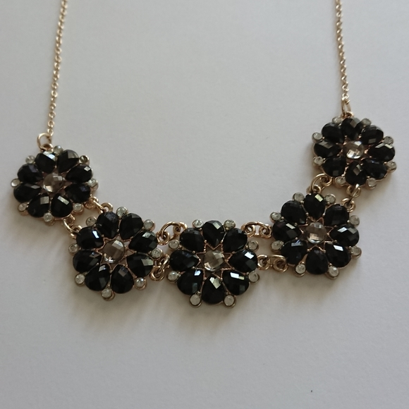 Black and crystal flowers necklace